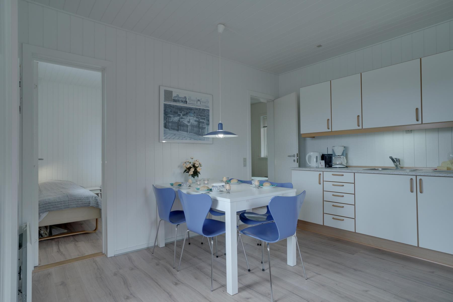 gem tliche wohnung mit k che dusche und s dgerichteter terrasse. Black Bedroom Furniture Sets. Home Design Ideas